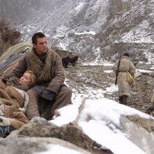 Radha Mitchell accanto a Jonathan Rhys Meyers in una scena del film The Children of Huang Shi