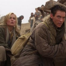 Radha Mitchell con Jonathan Rhys Meyers nel film The Children of Huang Shi