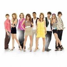 Un'immagine promozionale del cast di 90210