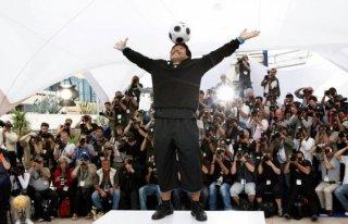 Cannes 2008: il mini-show del Pibe de Oro durante la presentazione di Maradona by Kusturica