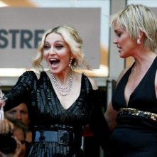 Glamour sul red carpet a Cannes con Madonna e Sharon Stone. La cantante ha presentato il documentario I Am Because We Are.