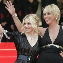 Glamour sul red carpet al Festival di Cannes con Madonna e Sharon Stone. La cantante ha presentato il documentario I Am Because We Are.