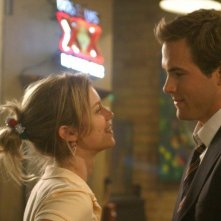 Amy Smart e Ryan Reynolds in una scena della commedia Just Friends