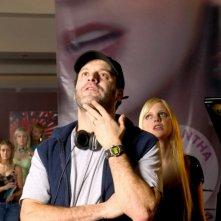 Il regista Roger Kumblee Anna Faris sul set del film Just Friends
