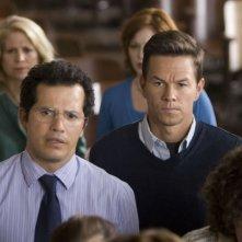 John Leguizamo e Mark Wahlberg in una scena del film E venne il giorno
