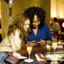 Sarah Jessica Parker e Jennifer Hudson in una sequenza del film Sex and the City