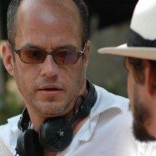 Il regista Tom Kalin sul set del dramma Savage Grace