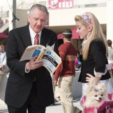 Jon Voight e Chelsea Staub in una scena di Bratz: The Movie