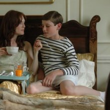 Julianne Moore con Barney Clark in una scena del film Savage Grace