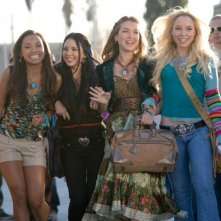 Logan Browning, Janel Parrish, Nathalia Ramos e Skyler Shaye in una scena di Bratz: The Movie
