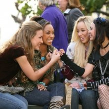 Nathalia Ramos, Logan Browning, Skyler Shaye e Janel Parrish in una scena di Bratz: The Movie