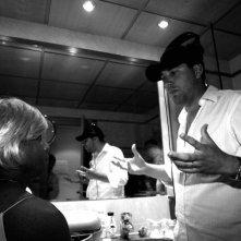 Aziz Ahmeri e il regista Davide Sordella sul set del film Corazones de mujer