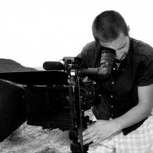 Il regista Pablo Benedetti sul set del film Corazones de mujer