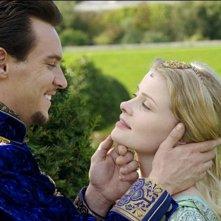 Jonathan Rhys Meyers e Anita Briem in una scena di The Tudors