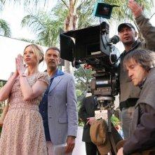 Anna Falchi, Ezio Greggio e il regista Carlo Vanzina sul set del film Un'estate al mare