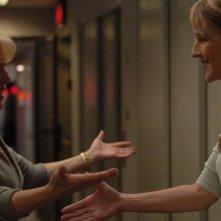 Bette Midler e Helen Hunt in una scena del film Quando tutto cambia