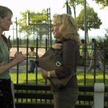 Helen Hunt e Bette Midler in una scena di Quando tutto cambia - 2007