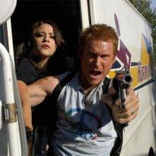 Jackie Tohn e Zach Ward in una scena del film Postal