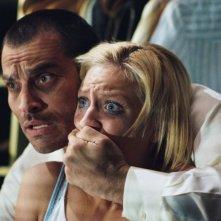 Johnathon Schaech e Brittany Snow in una scena del film Che la fine abbia inizio