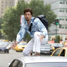 Adam Sandler è l'ambizioso parrucchiere-agente Zohan