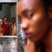 Alice Braga, Lazaro Ramos e Wagner Moura sul set del film Lower City