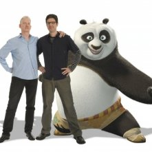I registi Mark Osborne e John Stevenson con Po in una foto promozionale del film Kung Fu Panda