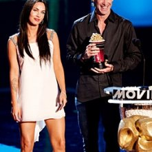 Michael Bay e la splendida Megan Fox ricevono l'MTV Movie Award 2008 per Transformers