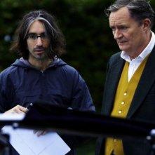 Il regista Anand Tucker e Jim Broadbent sul set del film And When Did You Last See Your Father?