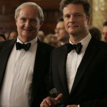 Broadbent e Firth in una scena del film And When Did You Last See Your Father?