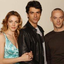 Claudia Gerini, Luca Argentero e Filippo Nigro in una foto promozionale del film Diverso da chi?