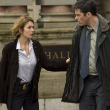 Diane Lane e Billy Burke in una scena del film Nella rete del serial killer