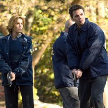 Diane Lane insieme a Billy Burke in una scena del film Nella rete del serial killer