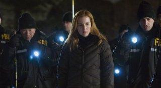 Gillian Anderson in una sequenza del film X-Files: Voglio crederci