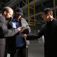 Jason Statham, il regista Philip G. Atwell e Jet Li sul set del film Rogue - Il solitario