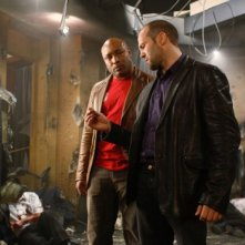 Mathew St. Patrick e Jason Statham in una scena del film Rogue - Il solitario