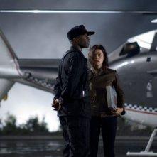 Adrian Lester e Rhona Mitra in una scena del film Doomsday