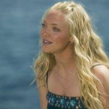 La bella Amanda Seyfried in una scena del film Mamma Mia!