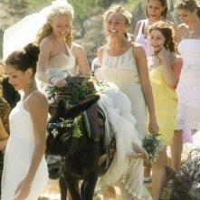 Amanda Seyfried in una scena del musical Mamma Mia!