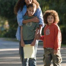 Halle Berry, Alexis Llewellyn e Micah Berry sul set del film Noi due sconosciuti