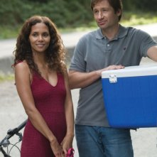 Halle Berry e David Duchovny in una scena di Noi due sconosciuti