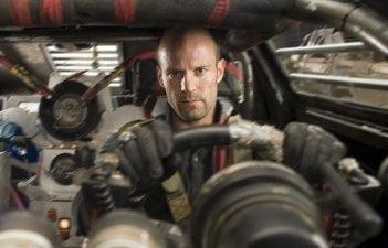 Jason Statham in una scena del film Death Race di Paul W.S. Anderson
