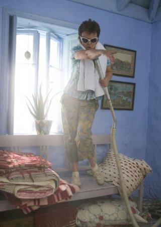 Julie Walters in una scena del musical Mamma Mia!