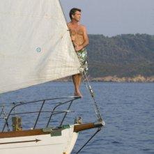 Pierce Brosnan in costume una scena del musical Mamma Mia!