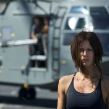 Rhona Mitra in una scena del film Doomsday