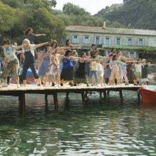 Una scena del musical Mamma Mia! ispirato all'omonimo successo teatrale