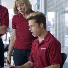 Frances McDormand e Brad Pitt in una scena del film Burn After Reading