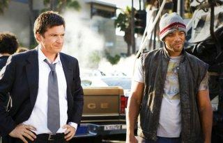 Jason Bateman e Will Smith in una scena del film Hancock