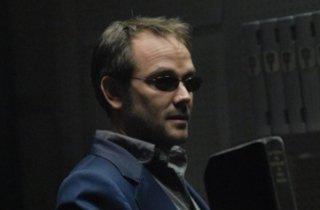 Mark Sheppard è Romo Lampki nell'episodio 'Sine Qua Non' della quarta stagione di Battlestar Galactica