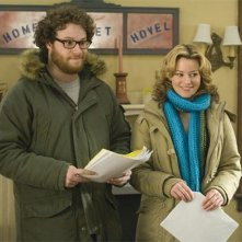 Seth Rogen ed Elizabeth Banks in una scena del film Zack and Miri Make a Porno, regia di Kevin Smith