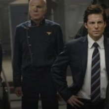 Edward James Olmos, Michael Hogan, Jamie Bamber e Lucy Lawless nell'episodio Revelations di BSG